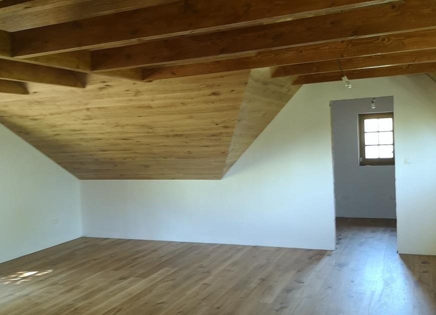 Dub boen podlaha aj obklad interiéru