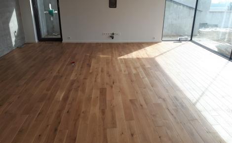 Dubová masívna podlaha